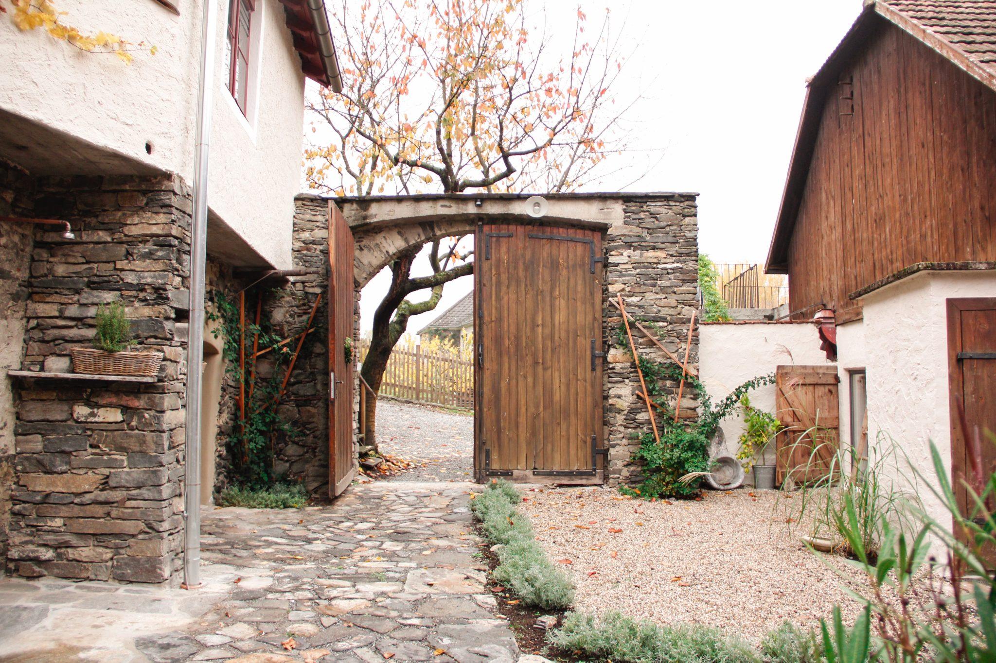 Haupteingang vom Resterhof