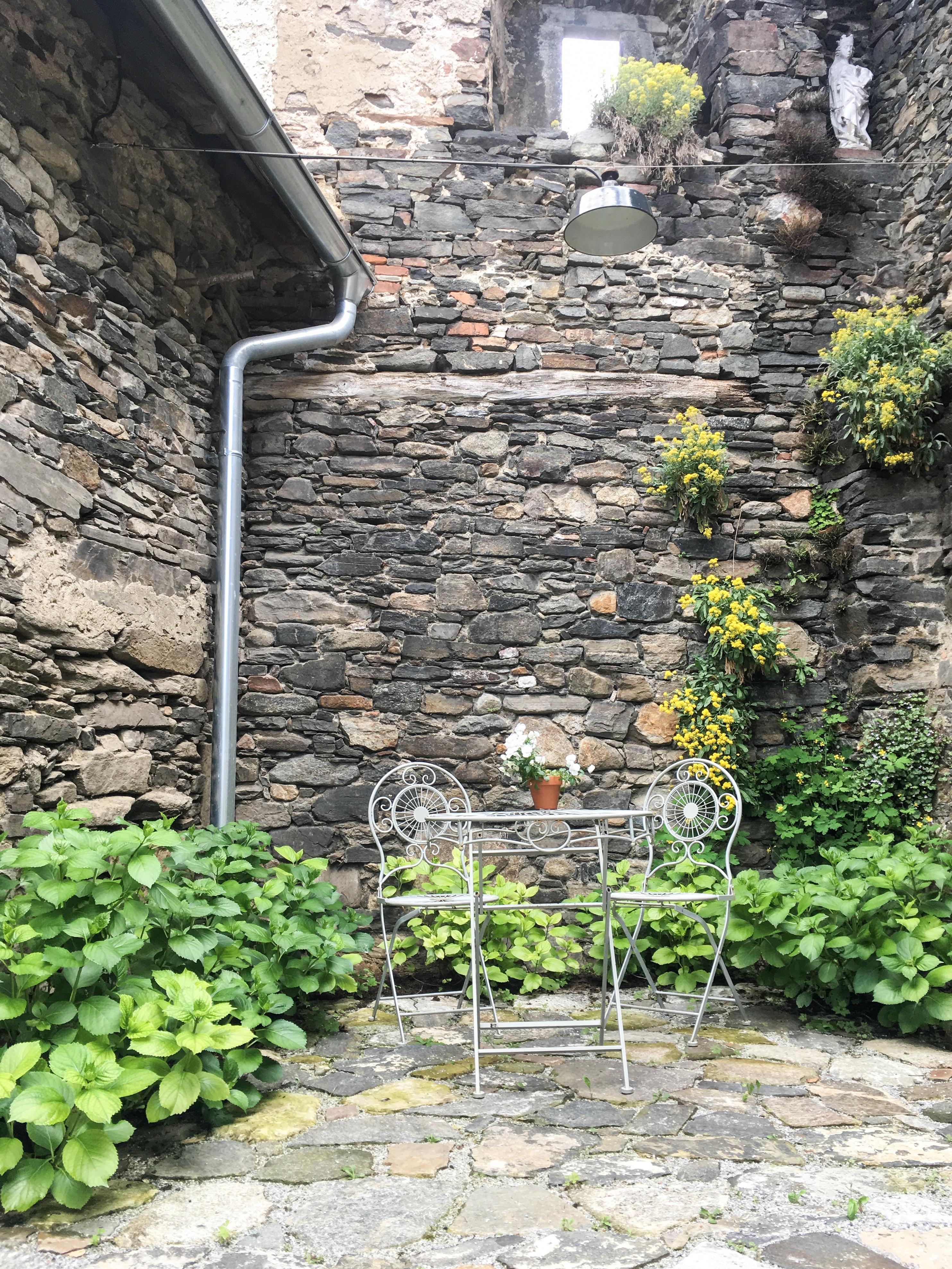 Denkmalgeschützte Mauer im Resterhof